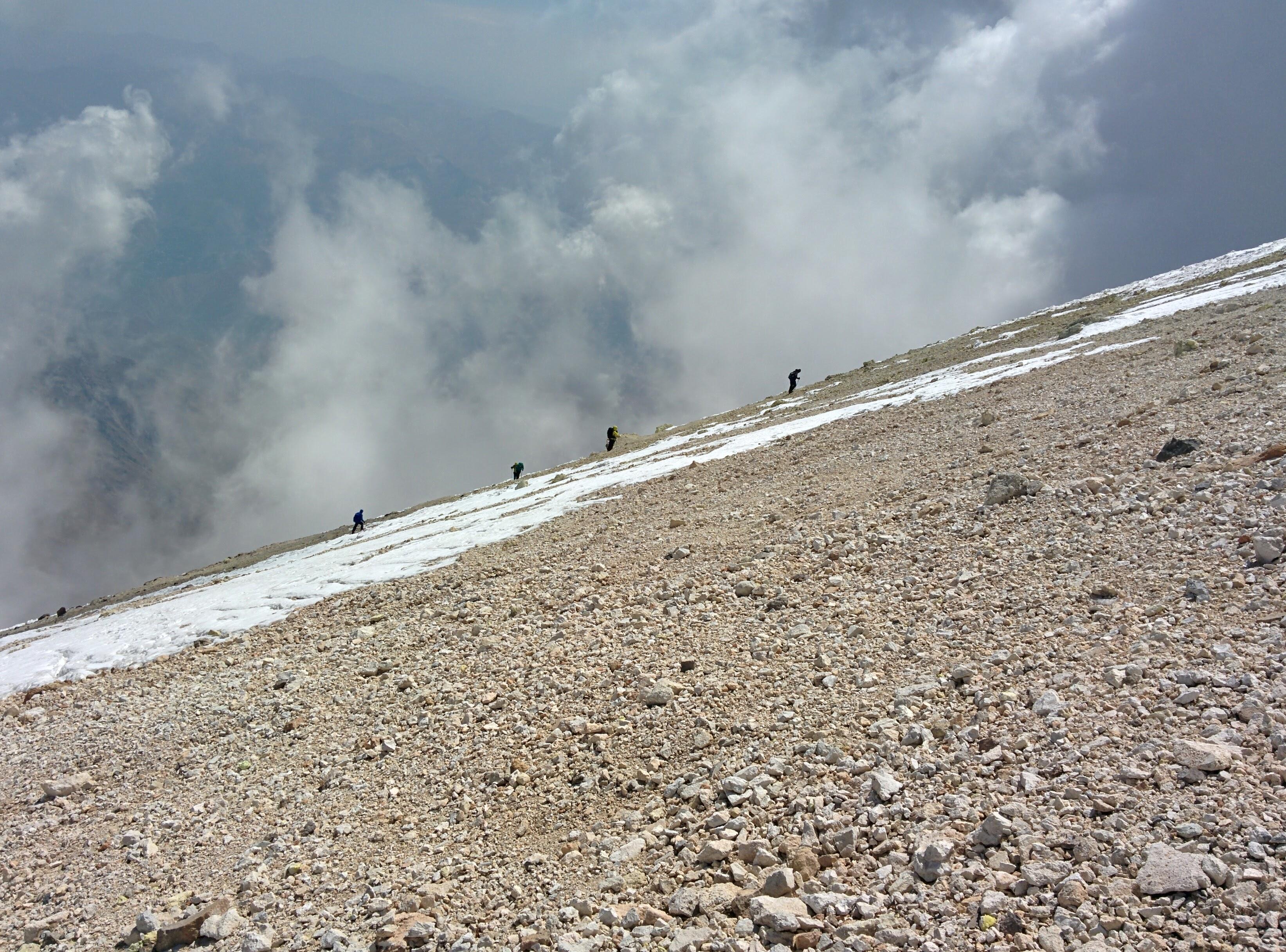 По пътя на горе за Дамаванд - 5400 м.